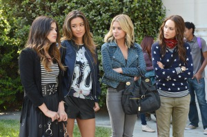 LUCY HALE, SHAY MITCHELL, ASHLEY BENSON, TROIAN BELLISARIO